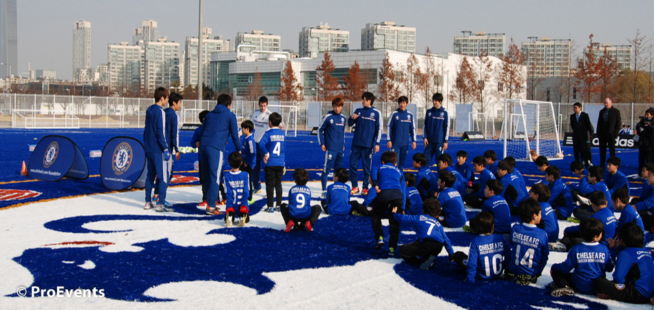 Football coaching at the Blue Pitches in Songdo
